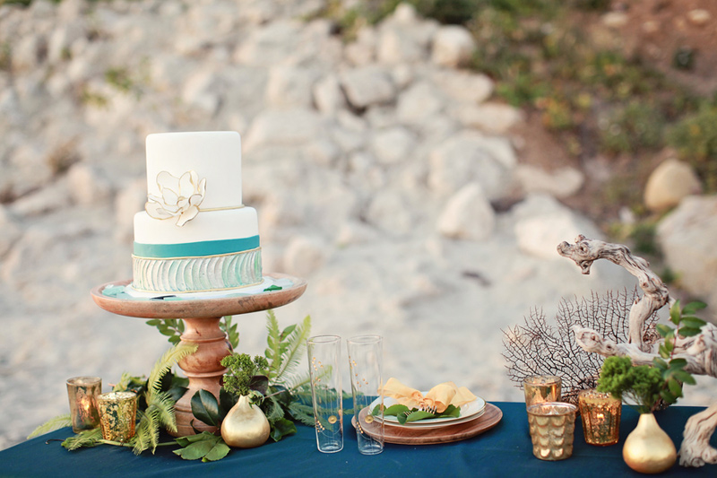 pantone_emerald_gold_beach_wedding_shoot_2