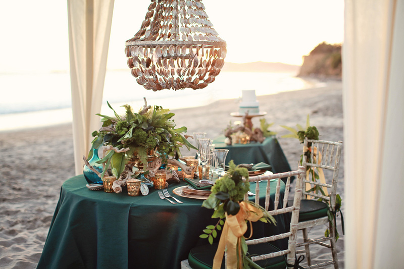 pantone_emerald_gold_beach_wedding_shoot_4