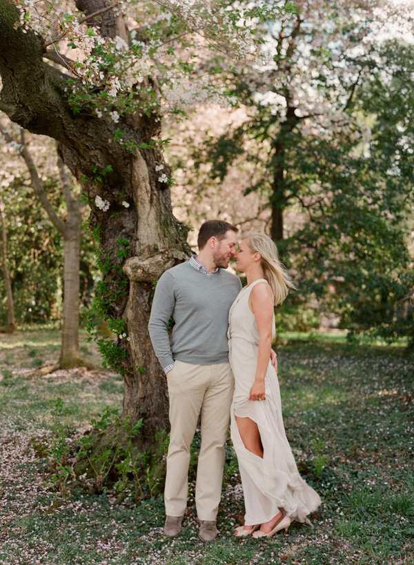 Laura-Murray-DC-Cherry-Blossom-Engagement-Photography_11