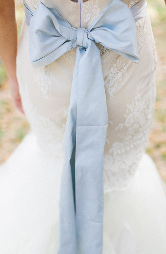 blue_orange_estate_wedding_fashion_stripes_inspiration_3