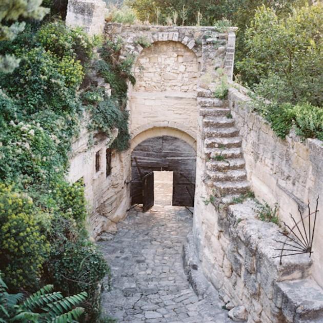 Feather-and-Stone-le-hameau-des-baux-french-villa-wedding_11