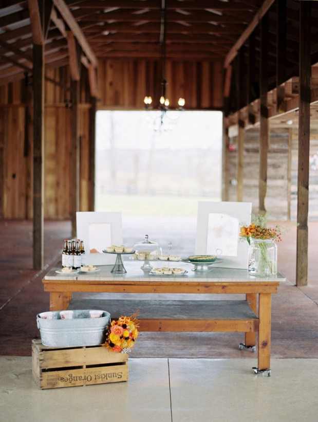 fall_barn_orange_wedding_ideas_8