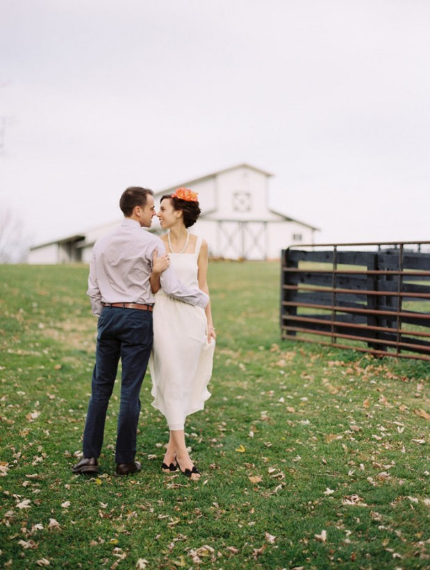 fall_barn_orange_wedding_ideas_9