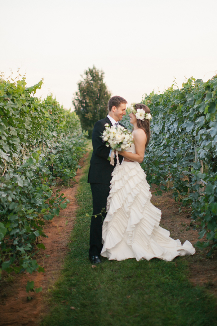 king_family_vineyards_charlottesville_spring_wedding_fashion_ivory_gray_mint_15