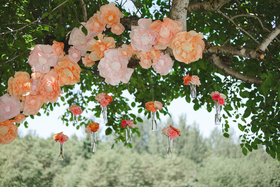backyard-oregon-wedding-coral-flowers-3