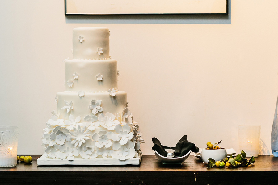 toronto-canada-modern-black-and-white-wedding-in-restaurant-brit-and-a-blonde-17