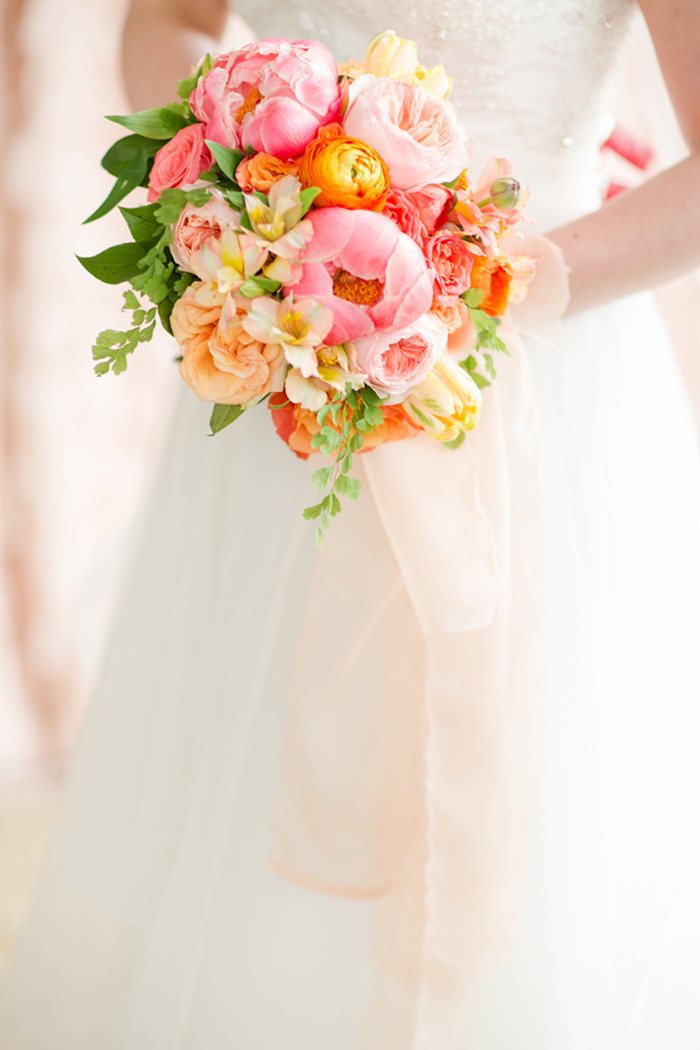 bright-orange-coral-pink-citrus-wedding-ideas-9