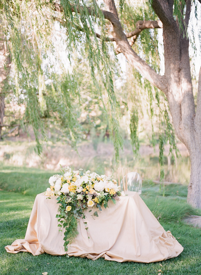 yellow-wedding-ideas-ALT-Flowers-Jill&Co-Wedding-10