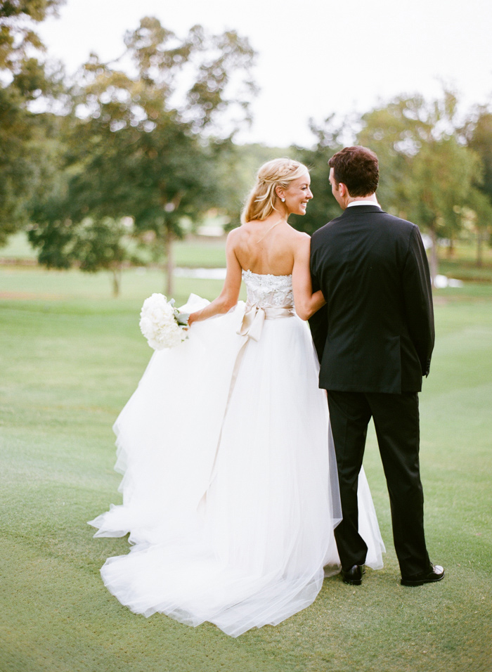 chapel-hill-country-club-white-blush-glam-estate-wedding-17