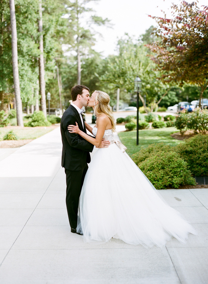 chapel-hill-country-club-white-blush-glam-estate-wedding-6