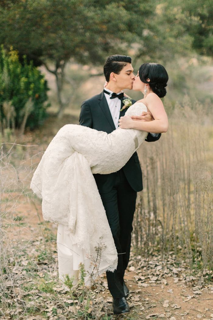 pala-mesa-resort-vintage-modern-black-white-wedding-17