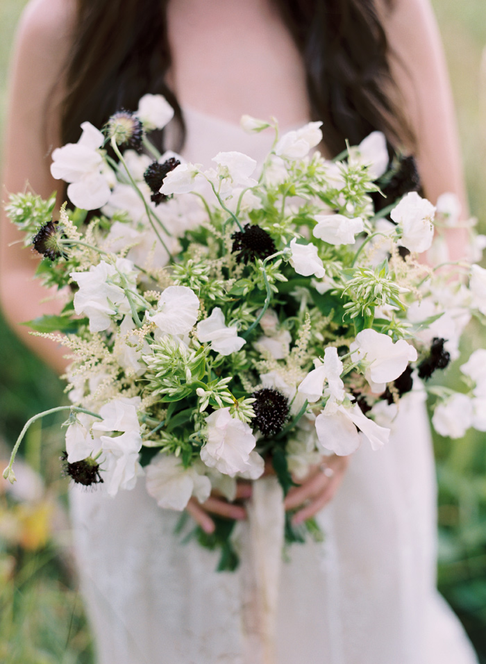 mountain-ethereal-rustic-white-black-netural-wedding-ideas-1