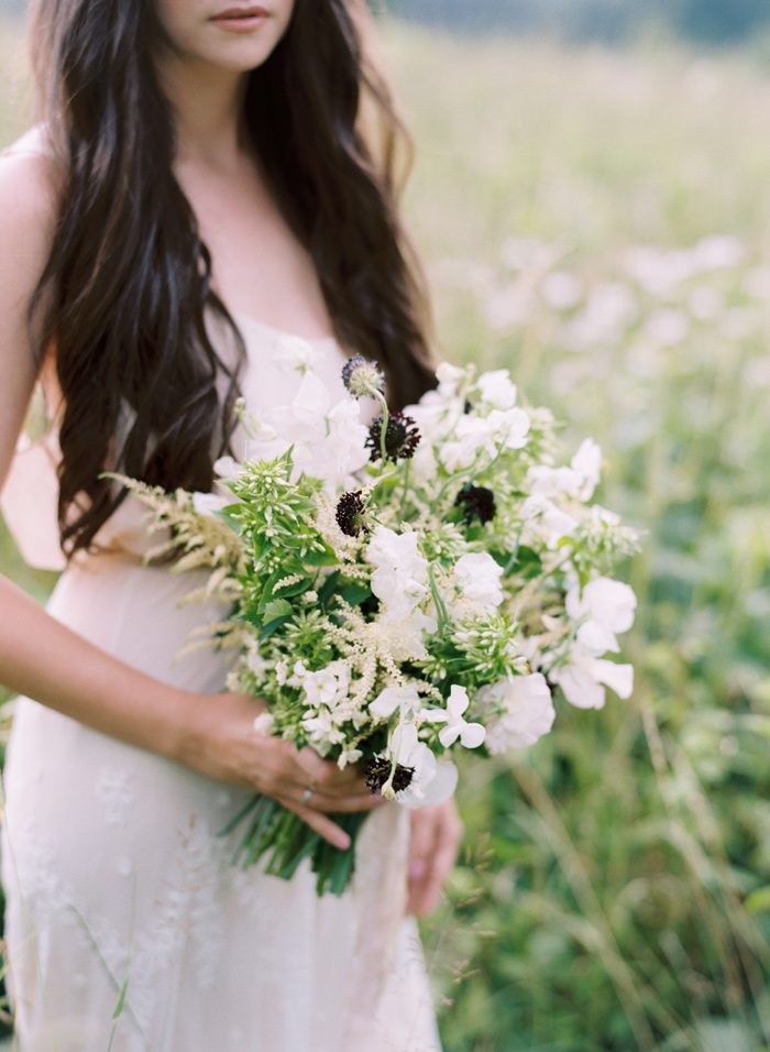 mountain-ethereal-rustic-white-black-netural-wedding-ideas-13