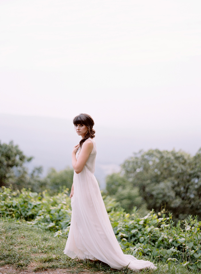 mountain-ethereal-rustic-white-black-netural-wedding-ideas-7