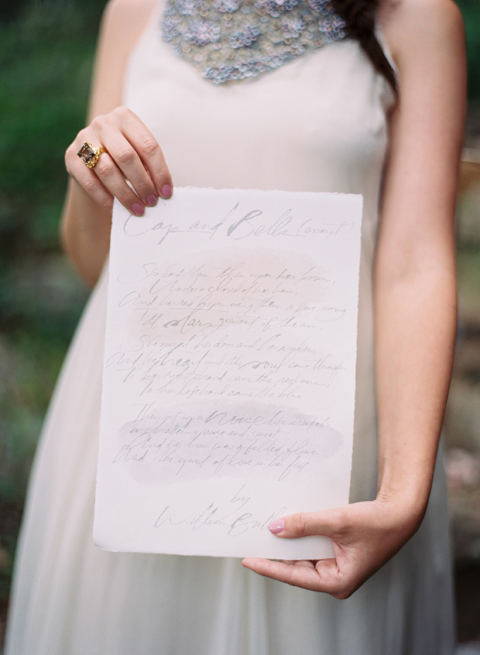mountain-ethereal-rustic-white-black-netural-wedding-ideas-9