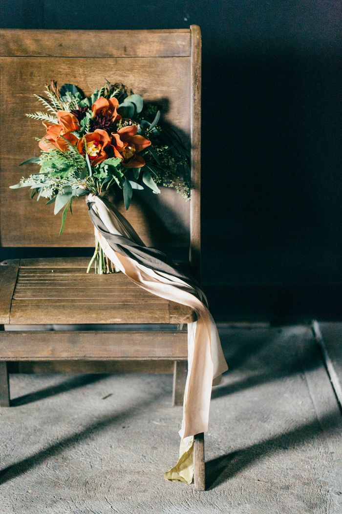 fall-black-gold-wedding-inspiration-ideas-3