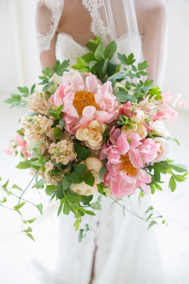 Lexi_Vornberg-floral-verde-peonies-pink-bridal-bouquet-1