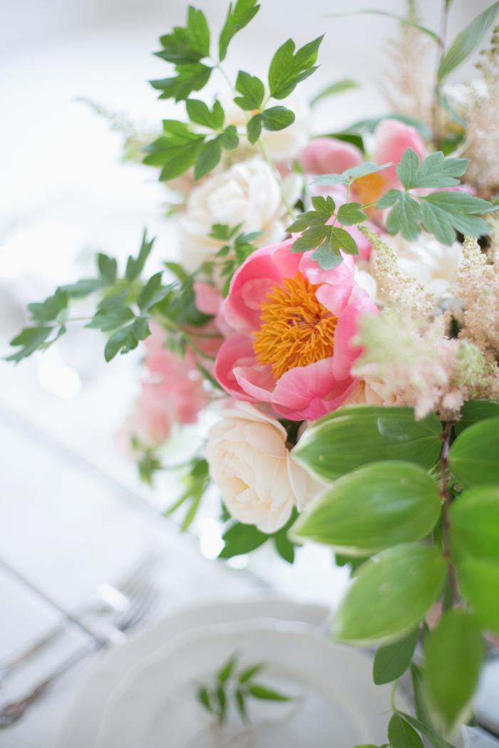 Lexi_Vornberg-floral-verde-peonies-pink-bridal-bouquet-12
