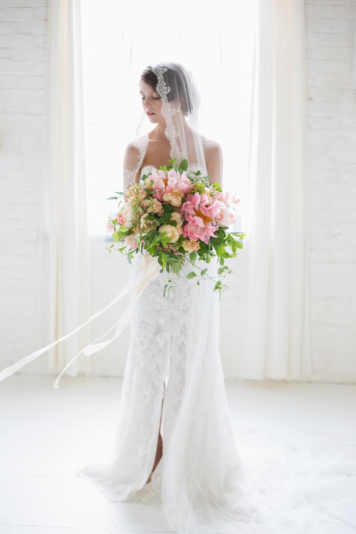 Lexi_Vornberg-floral-verde-peonies-pink-bridal-bouquet-16