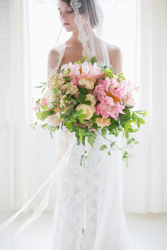 Lexi_Vornberg-floral-verde-peonies-pink-bridal-bouquet-8