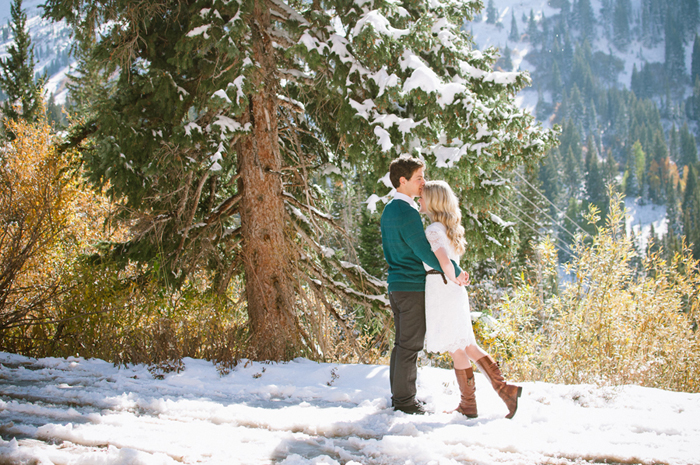 snowy-fall-engagement-4