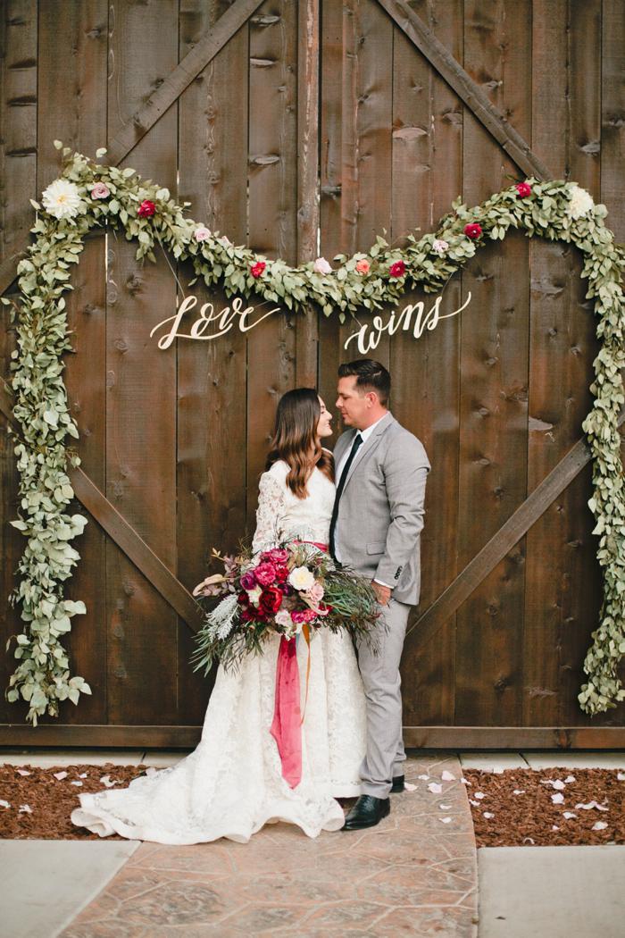 glam-holiday-wedding-ideas-inspiration-1