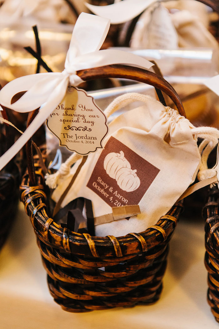 main-east-coast-fall-wedding-decor_38