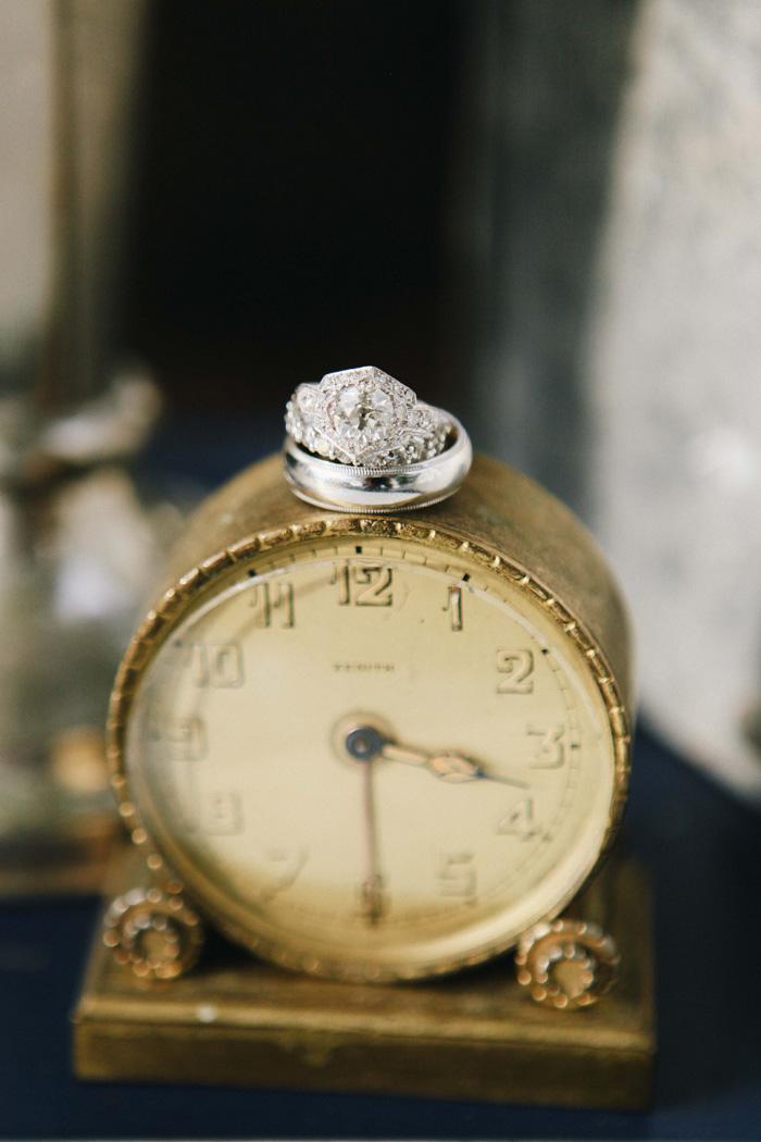 iowa-estate-wedding-antique-details-decor_0037