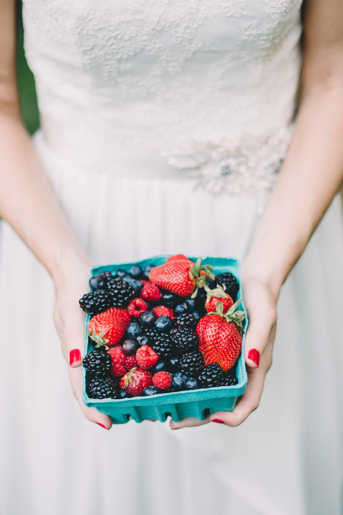 homegrown-berry-summer-wedding-style-decor0031