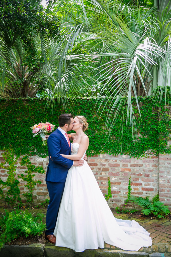 charleston_modern_preppy_wedding_decor_11
