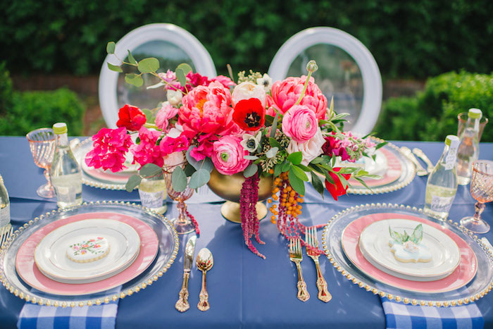 gingham-inspired-preppy-wedding-decor-ideas01