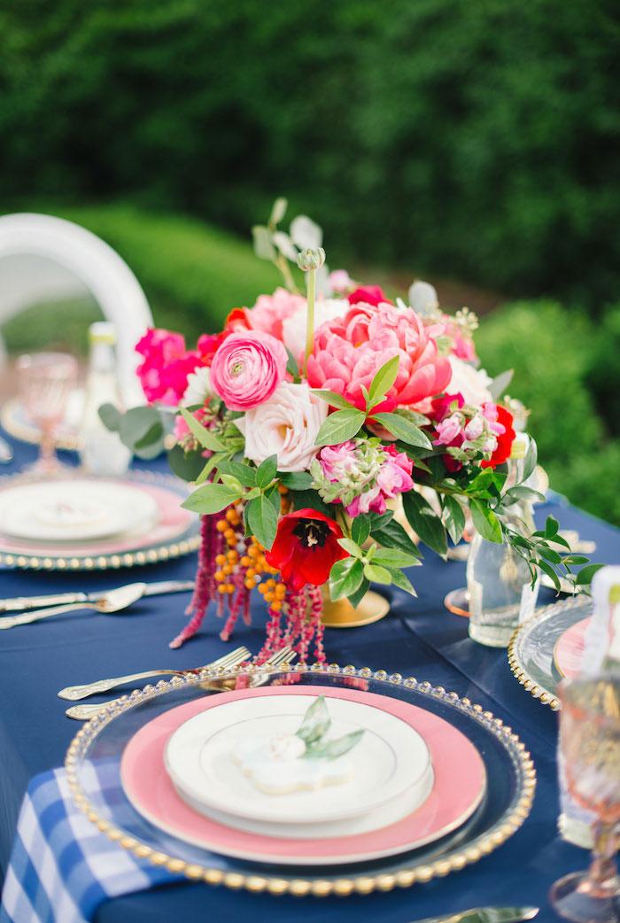 gingham-inspired-preppy-wedding-decor-ideas03