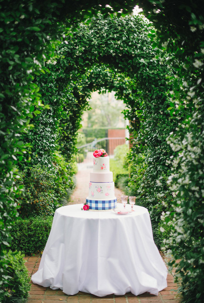 gingham-inspired-preppy-wedding-decor-ideas07