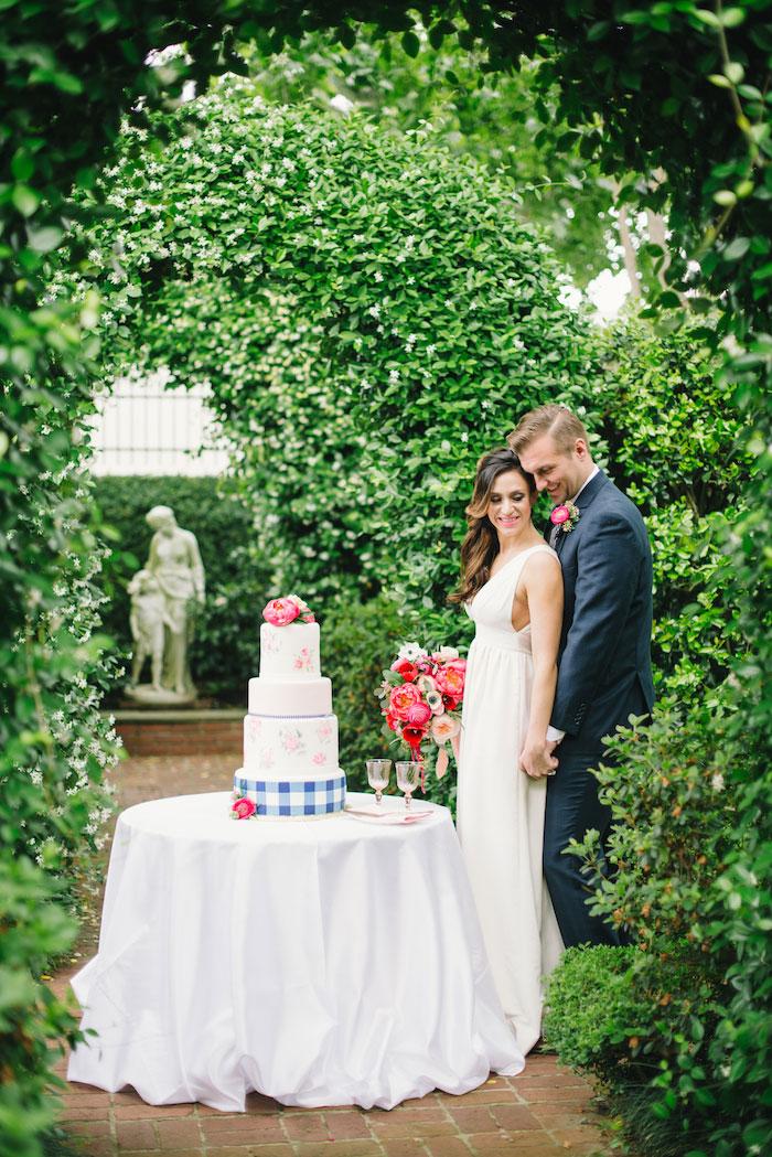 gingham-inspired-preppy-wedding-decor-ideas08