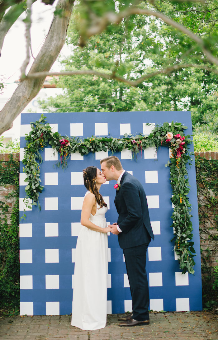 gingham-inspired-preppy-wedding-decor-ideas10