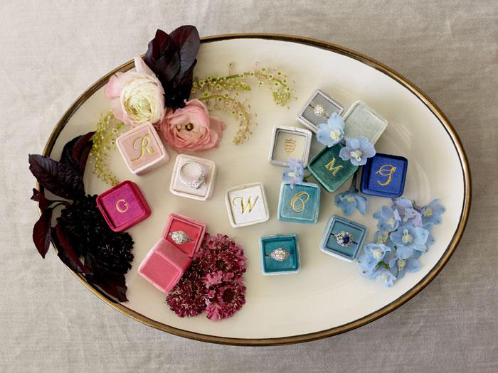 the-mrs-box-color-ring-box-velvet-monogram00