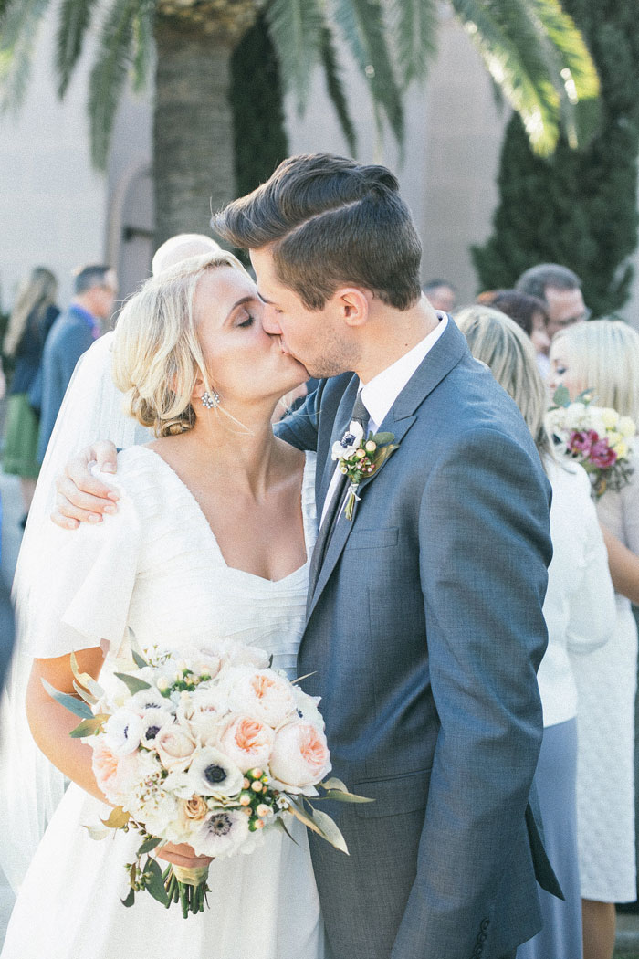 bright-romantic-poppy-wedding-california07