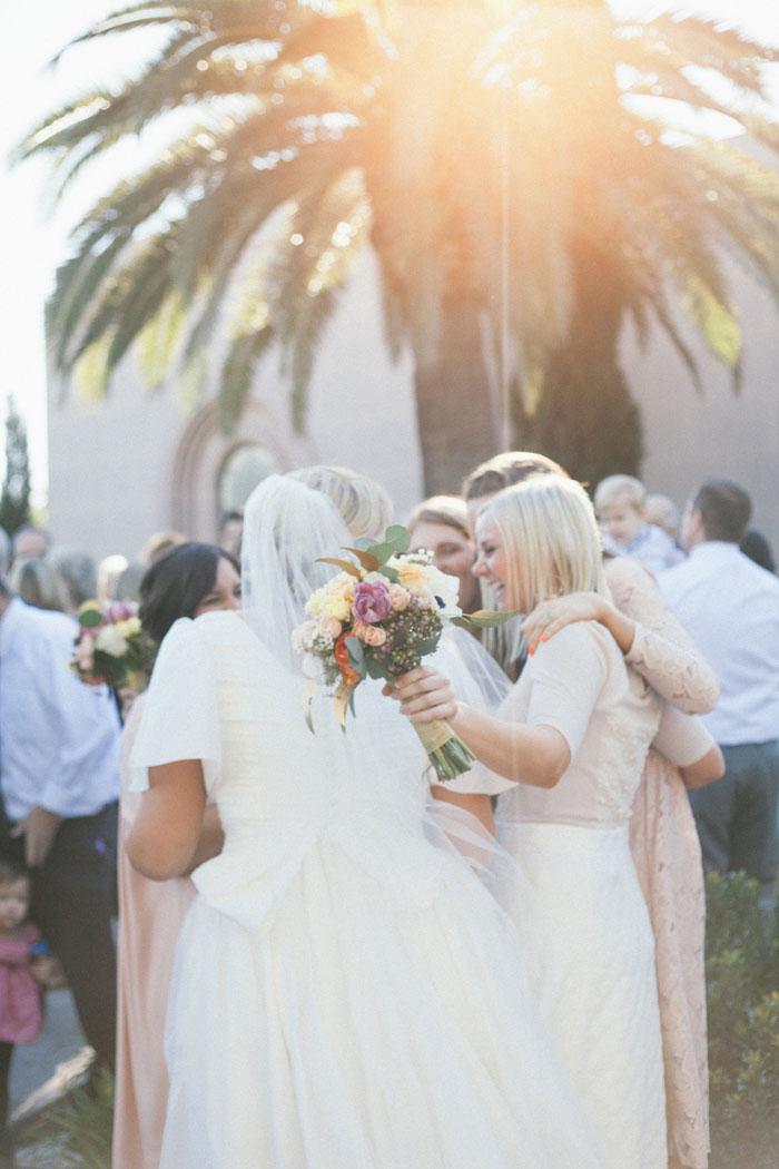 bright-romantic-poppy-wedding-california09