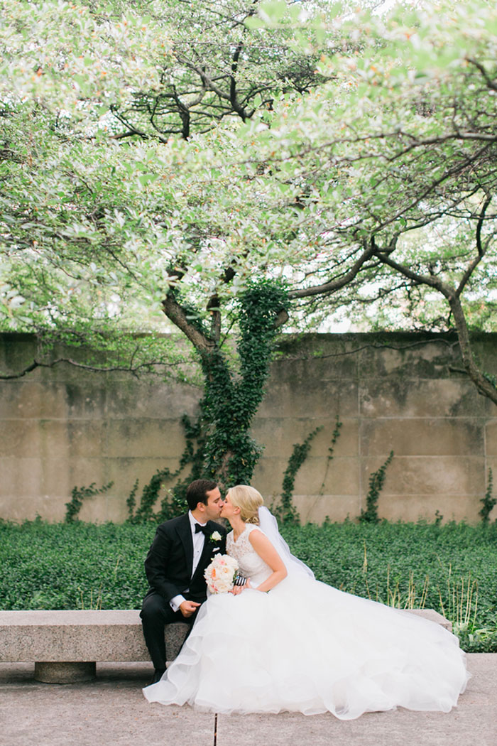 chicago-classic-stripe-wedding-inspiration-07