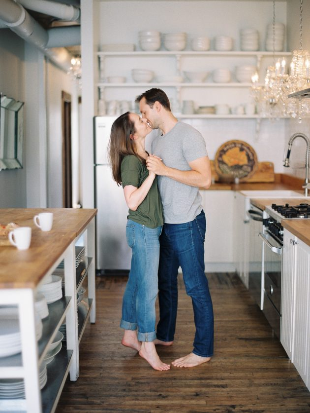 chicago-engagment-session-cooking-apartment 24