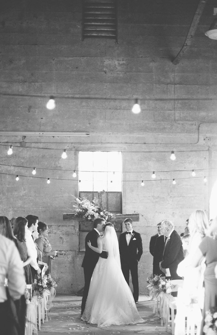 texas-wedding-rustic-industrial-classic-13
