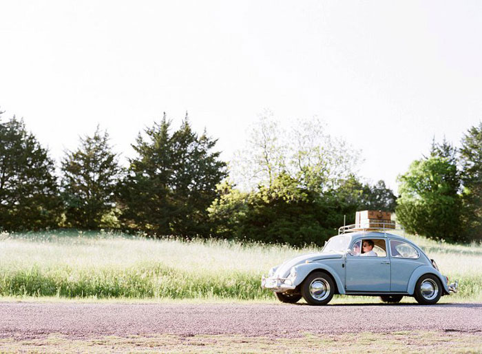 road-trip-engagment-session-vw-beetle-00