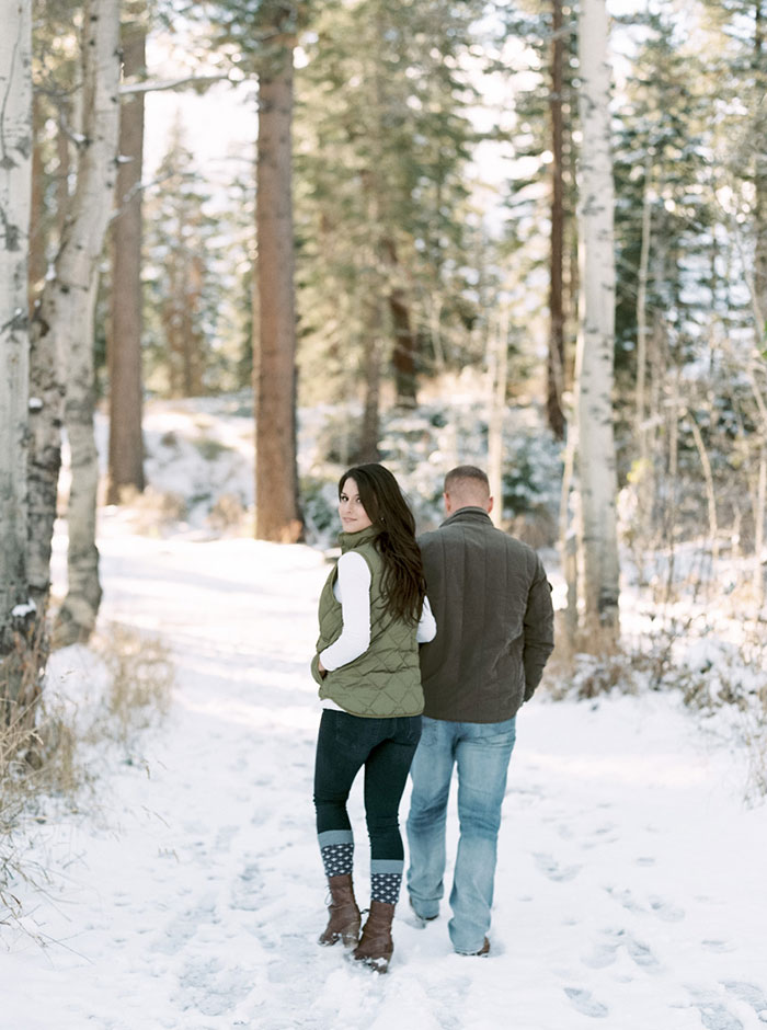 winter-lake-tahoe-engagement-photos-inspiration15
