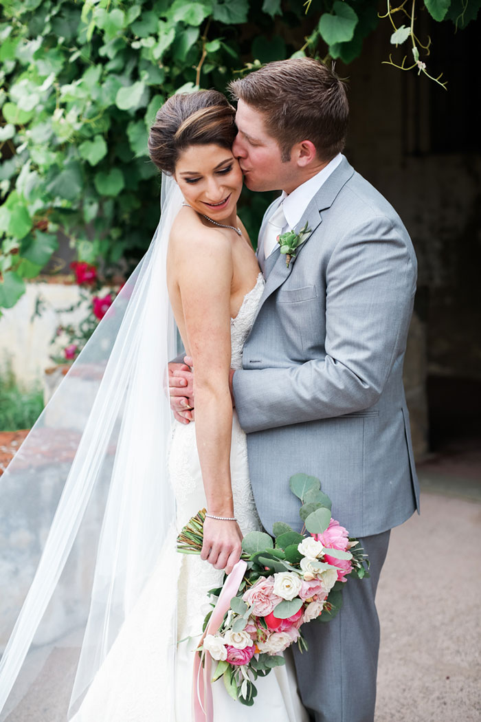 carmel-valley-romantic-ranch-flowers-wedding-inspiration08