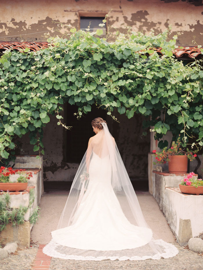 carmel-valley-romantic-ranch-flowers-wedding-inspiration11
