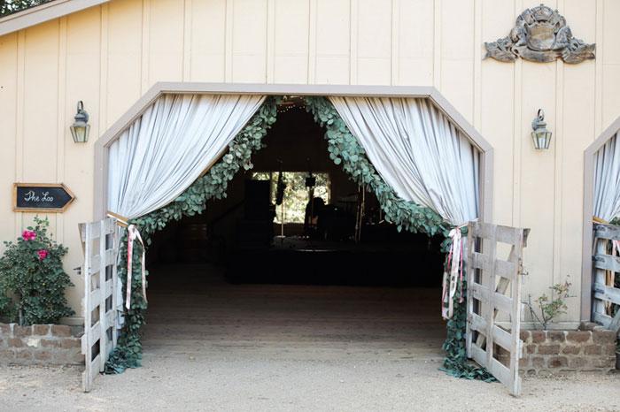carmel-valley-romantic-ranch-flowers-wedding-inspiration38