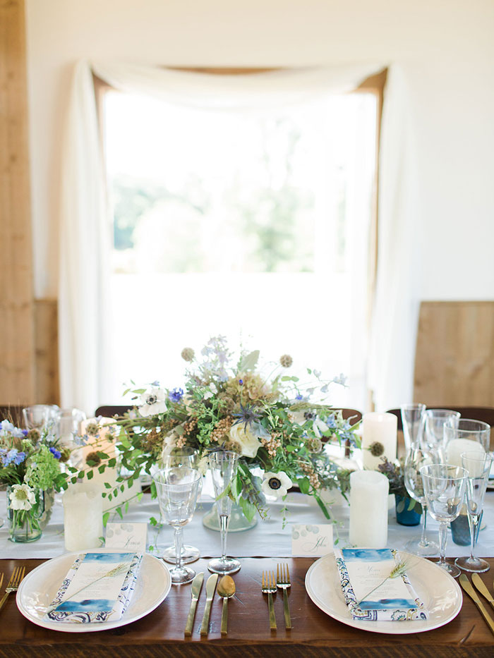 edgewood-barn-styled-shoot-blue-watercolor-inspiration10