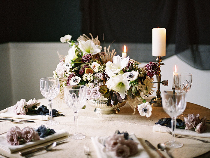 moody-winter-floral-inspiration-wedding10