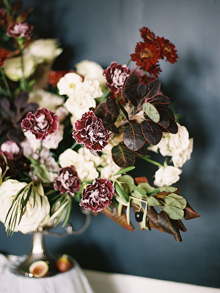 moody-winter-floral-inspiration-wedding17