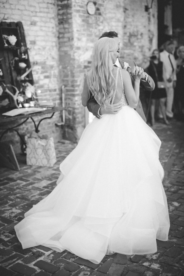 stylish-new-orleans-wedding-glam-deco-modern-romantic-inspiration00
